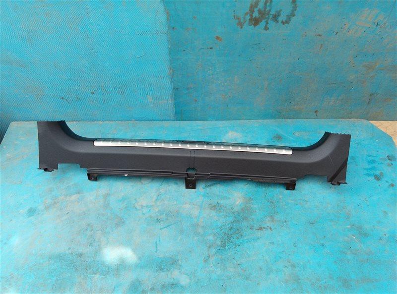 Накладка замка багажника Bmw X6M E71 S63B44A 09.2011 (б/у)