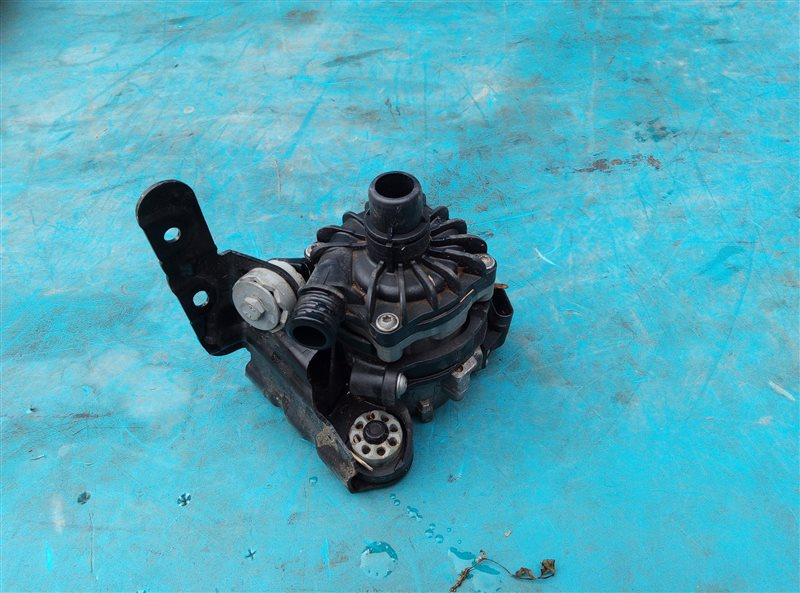 Помпа Bmw X6M E71 S63B44A 09.2011 (б/у)