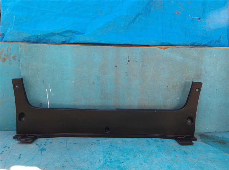 Накладка замка багажника Toyota Crown Athlete GRS204 2GR-FSE 02.2011 (б/у)