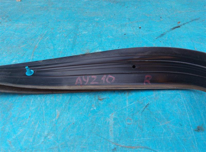 Уплотнительная резинка Lexus Nx300H AYZ10 2AR-FXE 10.2014 правая (б/у)