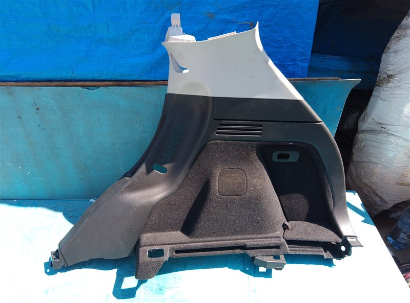 Обшивка багажника Honda Vezel RU4 LEB 2014 задняя правая (б/у)