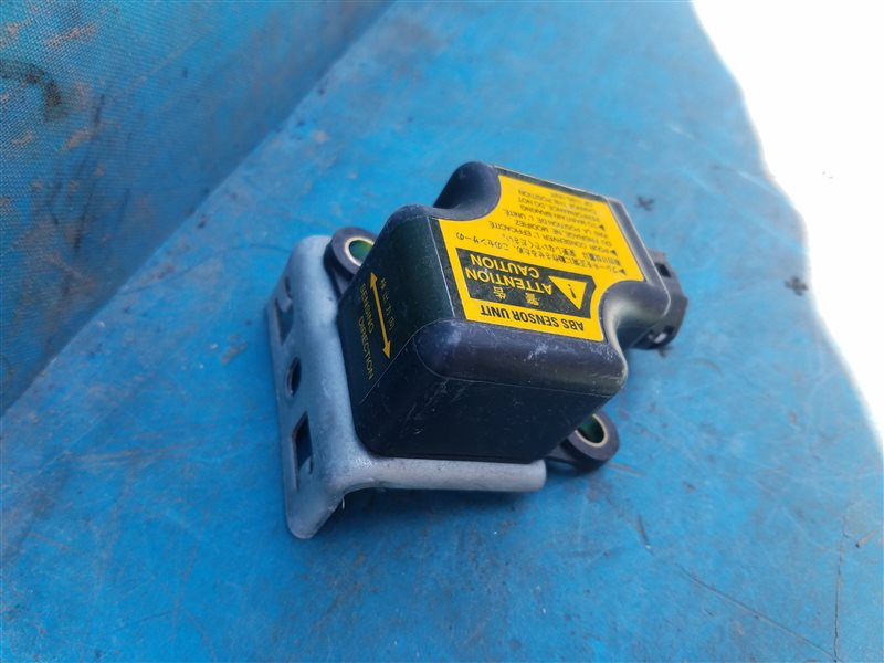 Датчик замедления Toyota Hilux Surf RZN185 3RZ-FE 07.2001 (б/у)