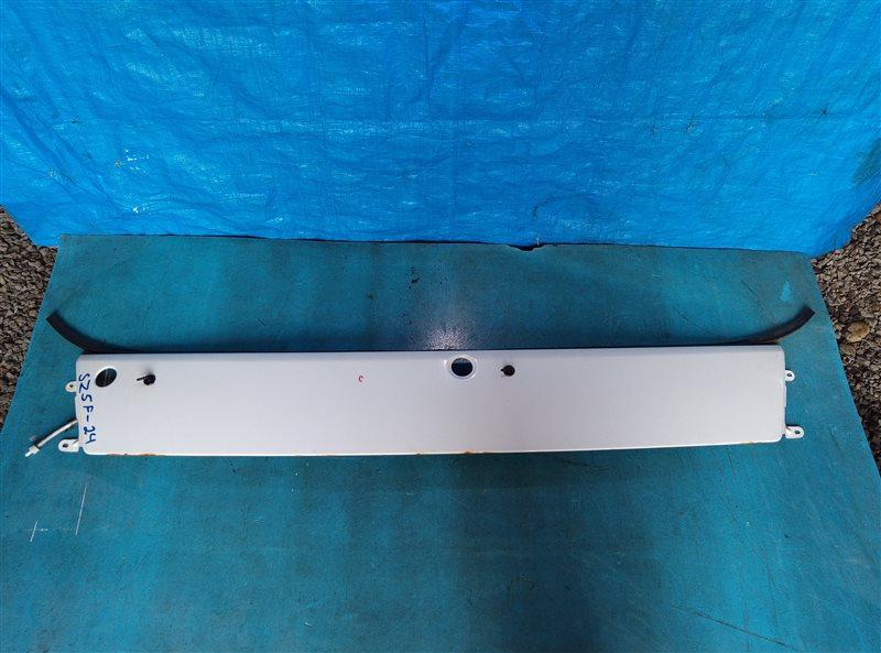 Решетка под лобовое стекло Nissan Atlas SZ5F24 ZD30DDTI (б/у)