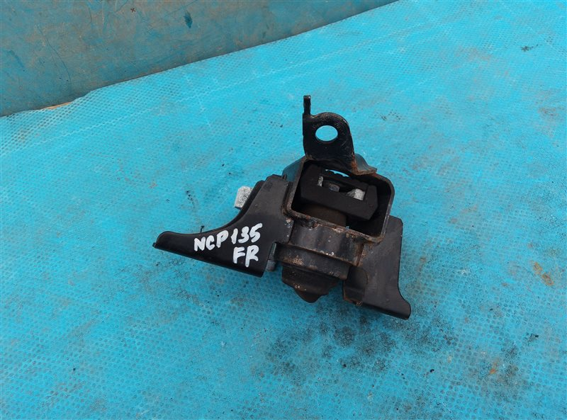 Подушка двигателя Toyota Vitz NSP135 1NR-FE правая (б/у)