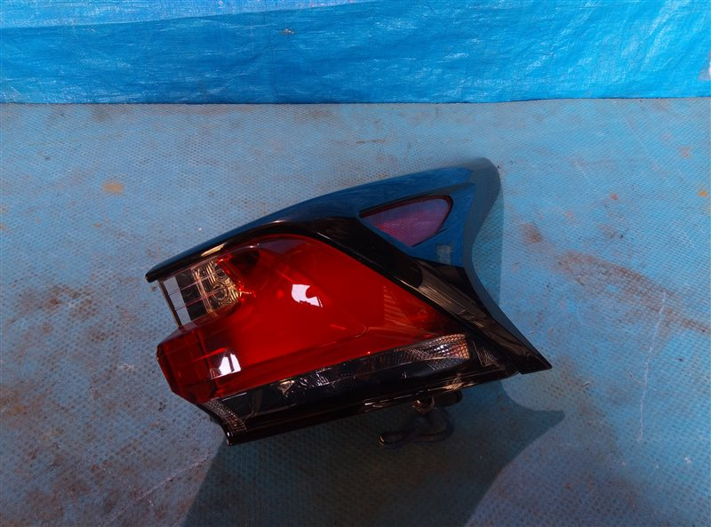 Стоп-сигнал Lexus Nx300H AYZ15 2AR-FXE 02.2017 задний правый (б/у)