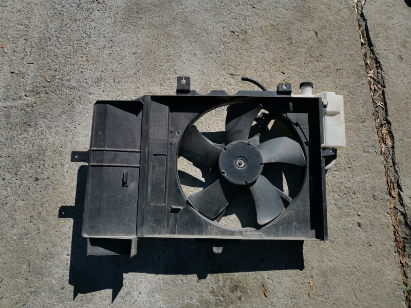 Диффузор радиатора Nissan Cube Z11 HR15DE (б/у)