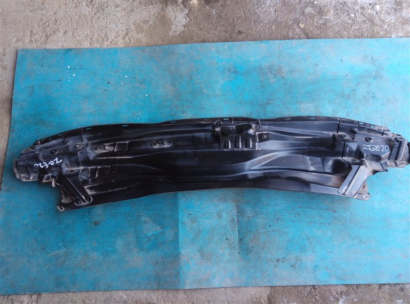 Решетка под лобовое стекло Toyota Wish ZGE20 2ZR-FAE 06.2012 (б/у)