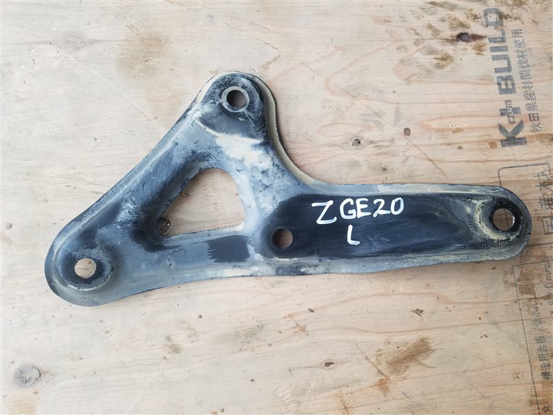 Крепление балки подвески Toyota Wish ZGE20 2ZR-FAE 06.2012 переднее левое (б/у)