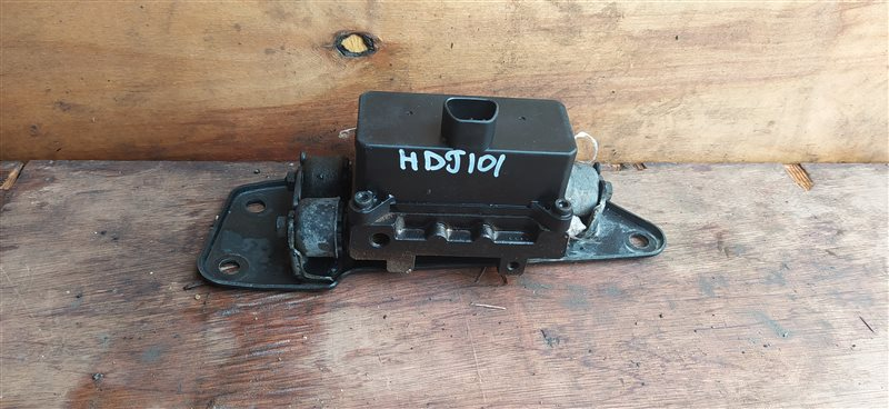Клапан регулировки подвески Toyota Land Cruiser HDJ101 1HD-FTE 07.2001 (б/у)