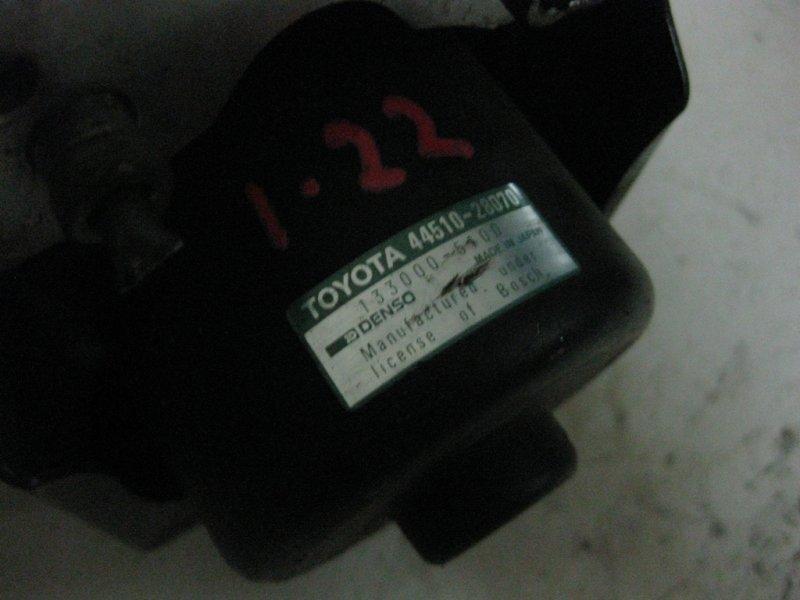 Блок управления abs Toyota Noah SR50 3S