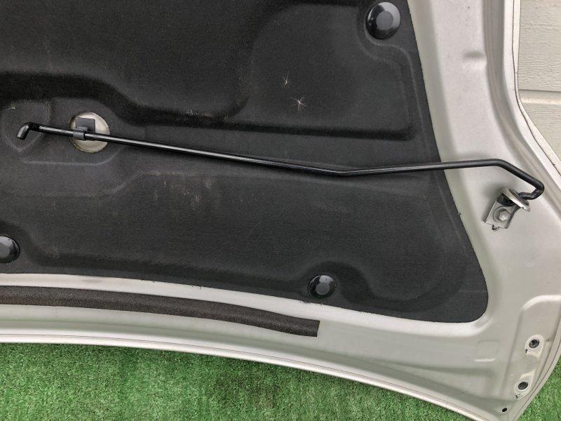 Держатель капота Toyota Prius NHW20