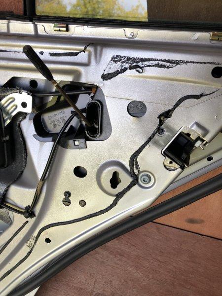 Замок двери Mercedes C-Class W203 M112.912 2001 задний правый