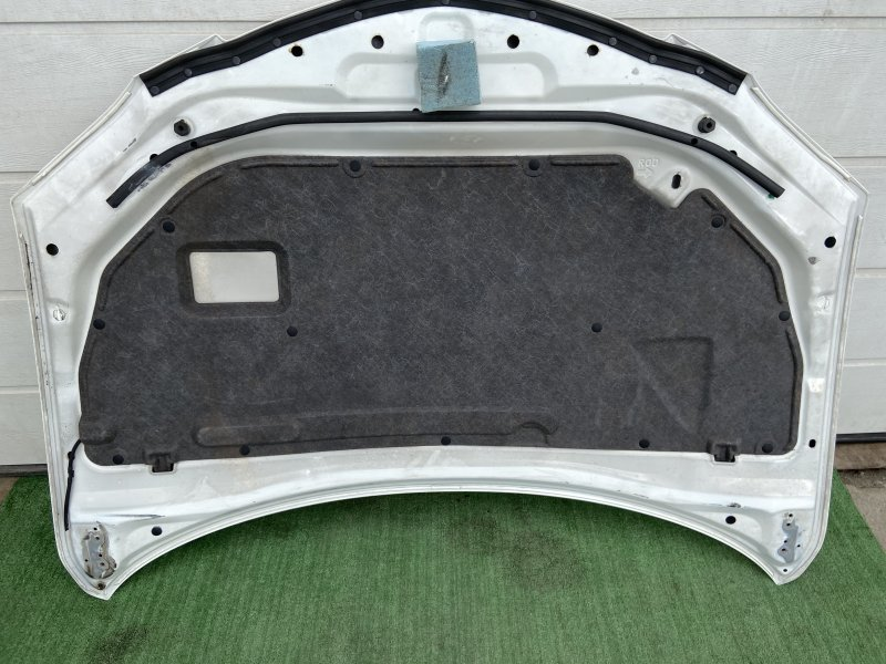 Обшивка капота Mazda Axela BK