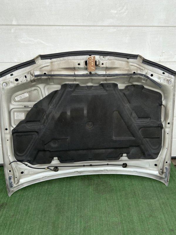 Обшивка капота Nissan Bluebird EU14