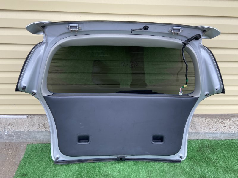 Обшивка крышки багажника Toyota Corolla Spacio NZE121