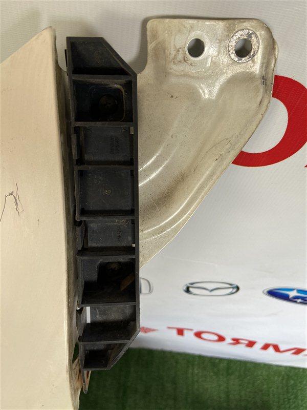 Крепление бампера Honda Stream RN1 переднее правое