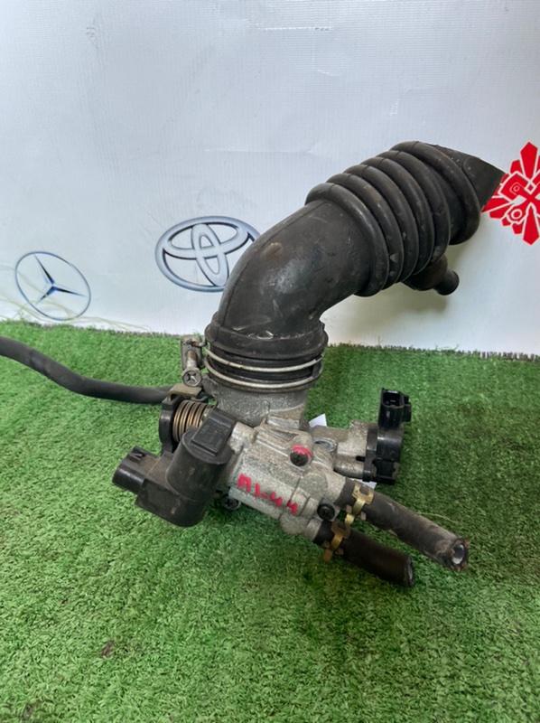 Дроссельная заслонка Toyota Raum NZE121