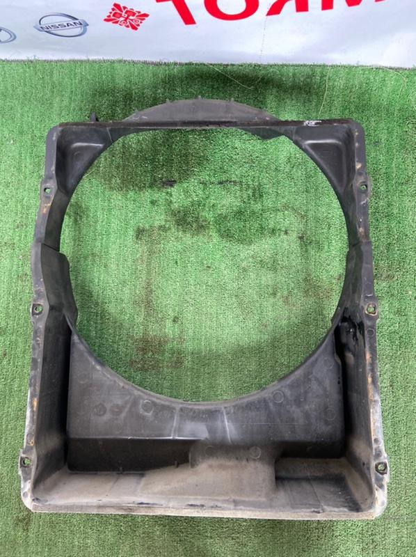 Диффузор радиатора Mitsubishi Fuso Canter FE530 4D33
