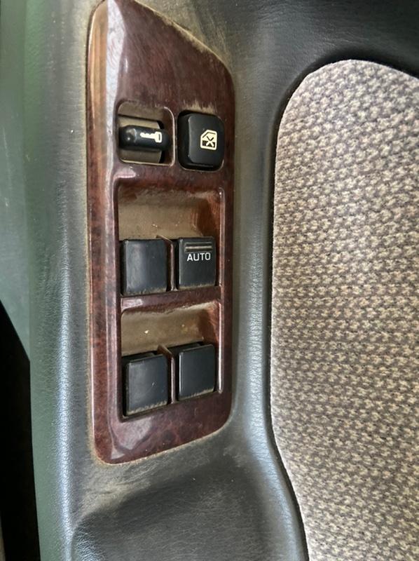 Блок упр. стеклоподьемниками Nissan Cefiro A32 передний правый