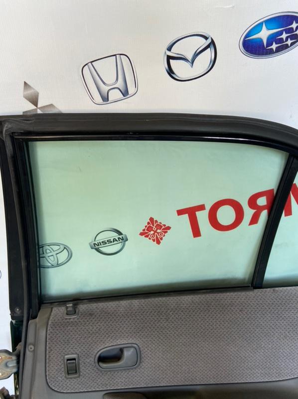 Стекло двери Mazda Familia заднее правое
