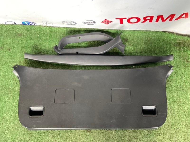 Обшивка крышки багажника Toyota Allex ZZE123