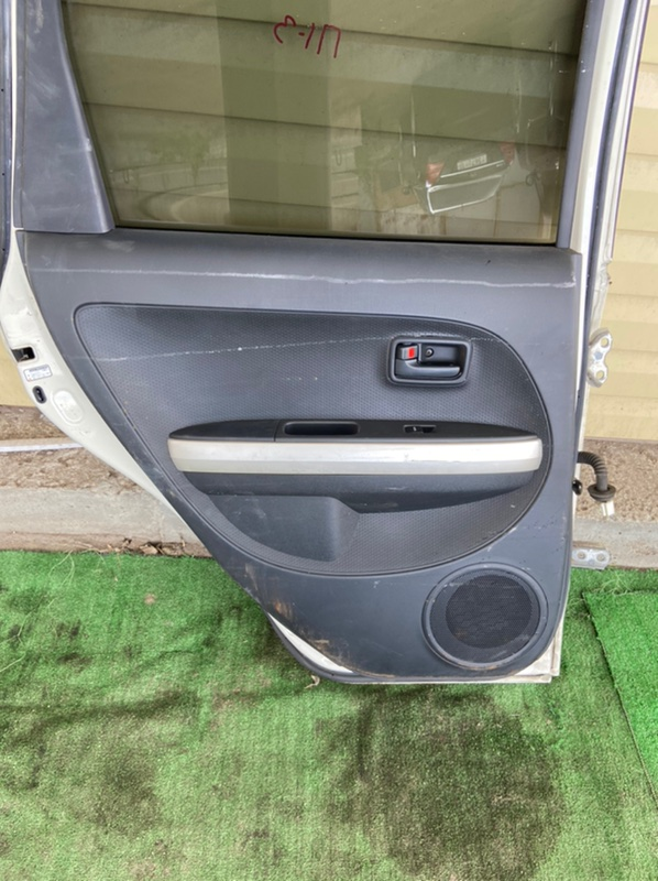 Обшивка дверей Toyota Ist NCP60 задняя левая
