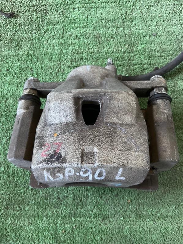 Суппорт Toyota Belta KSP130 1KR передний левый