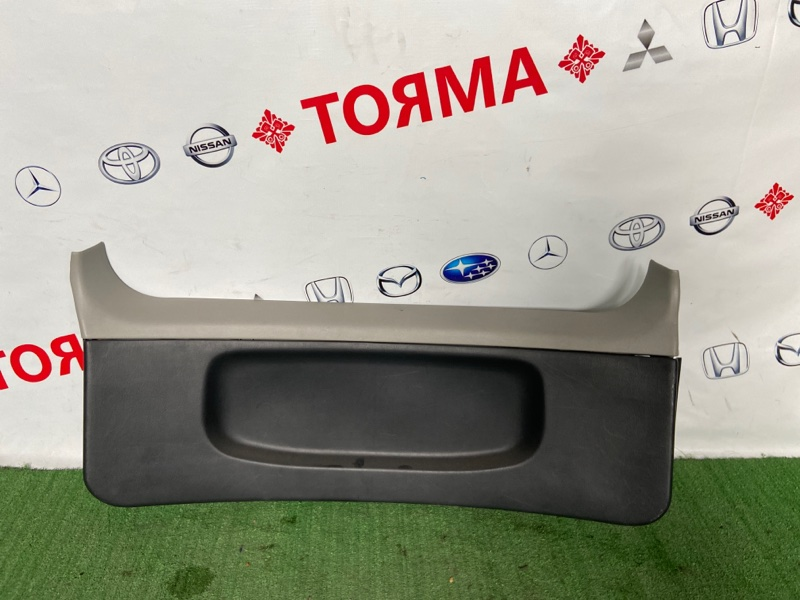 Обшивка крышки багажника Toyota Raum EXZ10