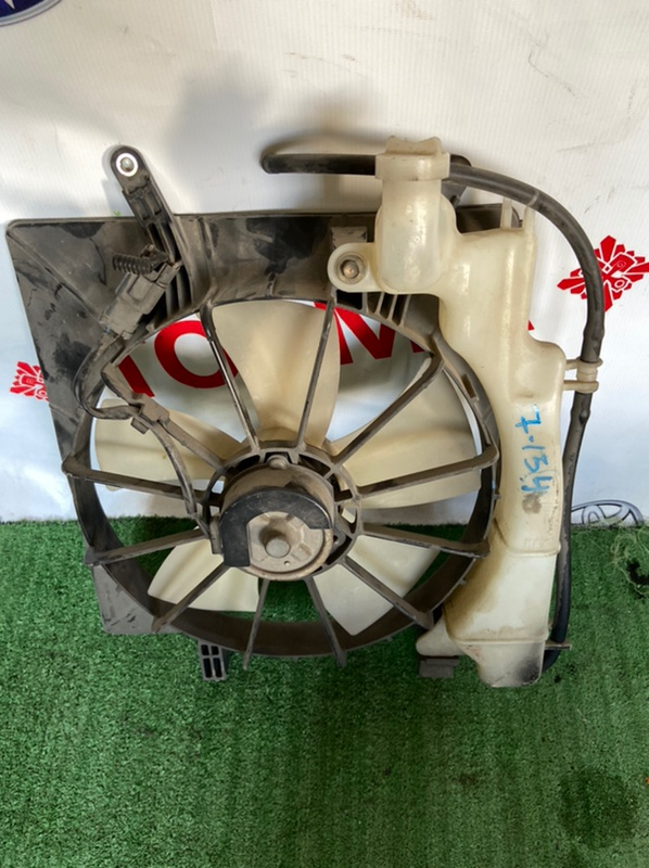 Диффузор радиатора Honda Stream RN1 D17A
