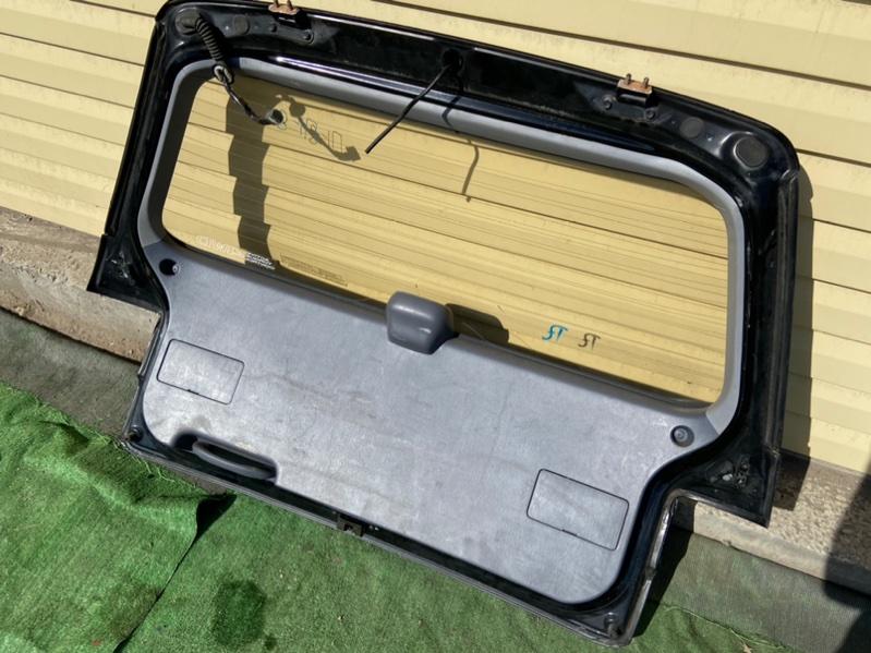 Обшивка двери багажника Toyota Ipsum CXM10