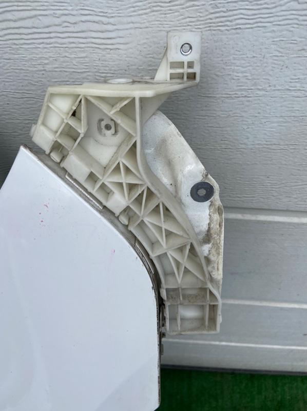 Крепление бампера Mazda Axela BK5P переднее правое