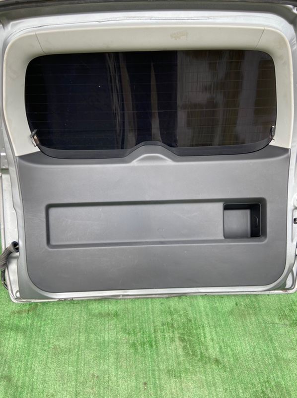 Обшивка двери багажника Suzuki Escudo TD54W