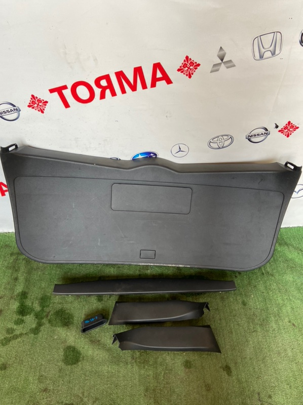 Обшивка двери багажника Toyota Corolla Fielder NZE141G