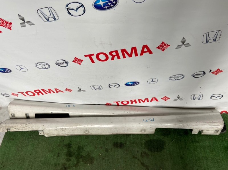 Накладка на порог Nissan Tino HV10