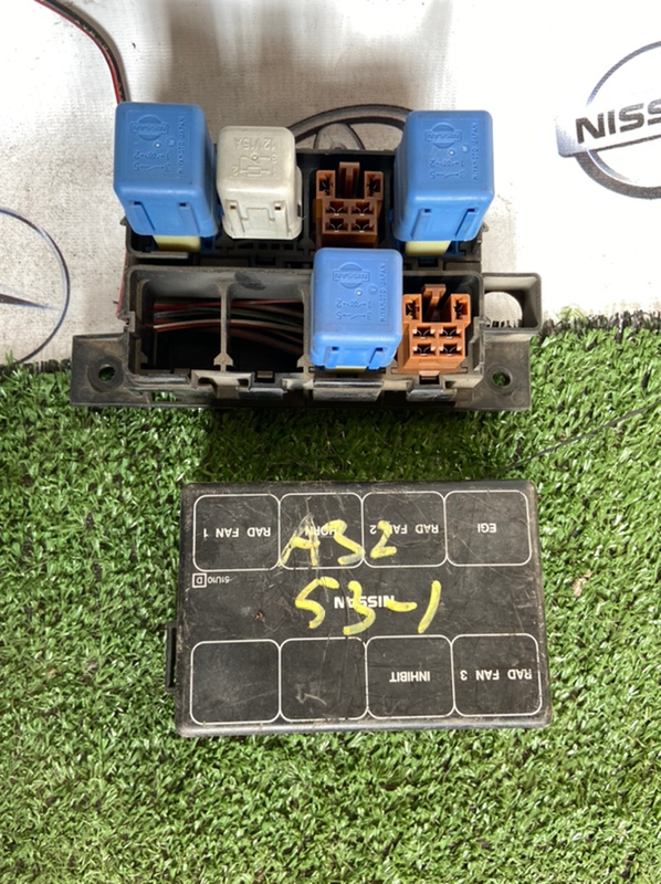 Блок предохранителей Nissan Cefiro A32 VQ20