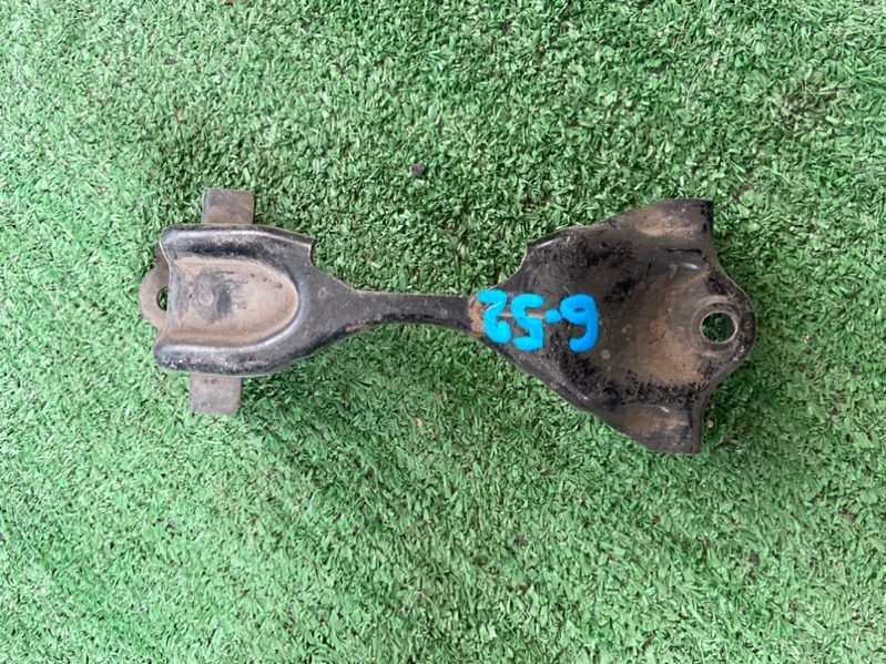 Крепление аккумулятора Nissan Bluebird Sylphy QG10 QG18 2002