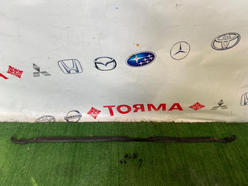 Уплотнитель бампера Toyota Avensis ADT250