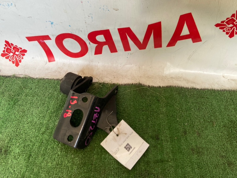 Кронштейн подушки двигателя Toyota Wish ANE11 задний