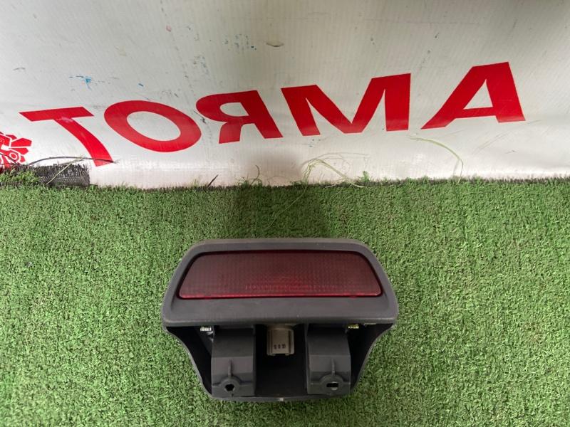 Стоп-сигнал в салоне Toyota Ipsum CXM10