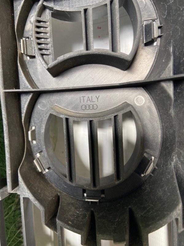 Решетка радиатора Audi A4 8E