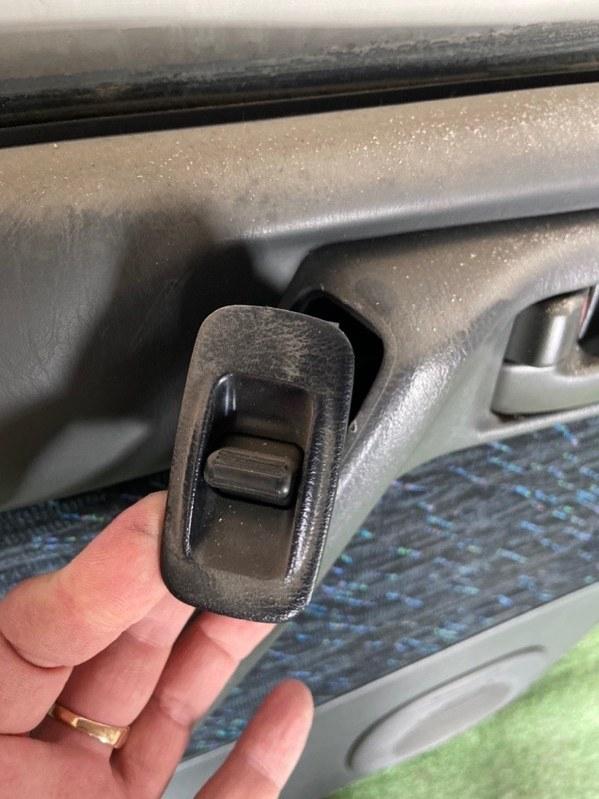 Кнопка стеклоподъемника Toyota Caldina AT191 задняя левая