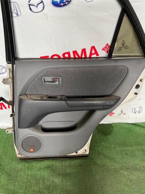 Обшивка дверей Toyota Harrier ACU10W задняя правая