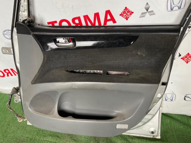 Обшивка дверей Toyota Ipsum ACM21 передняя правая