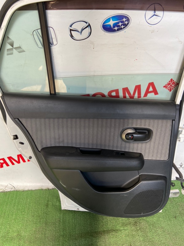 Обшивка дверей Nissan Tiida Latio SC11 задняя левая