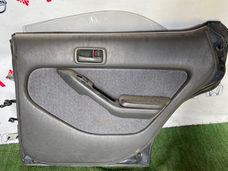 Обшивка дверей Toyota Vista CV30 задняя правая