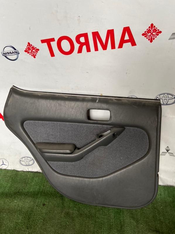 Обшивка дверей Toyota Vista CV30 задняя левая
