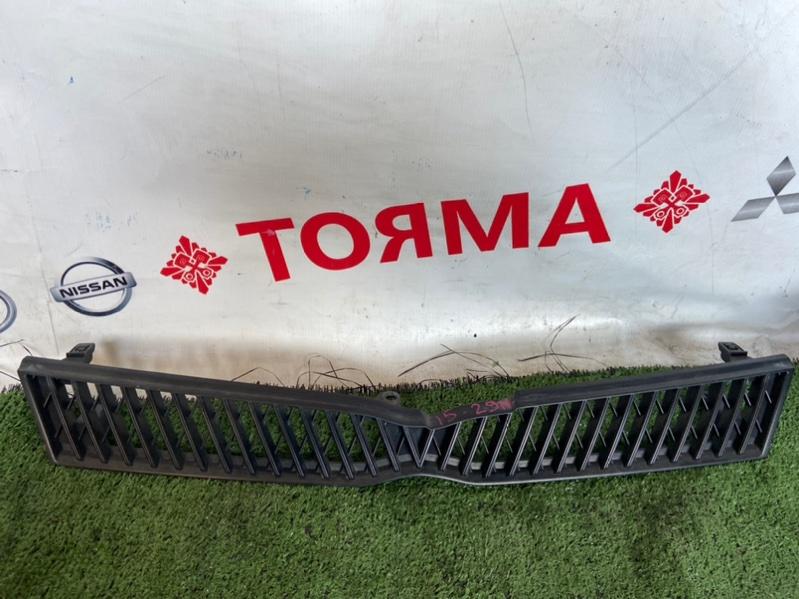 Решетка радиатора Toyota Platz NCP12
