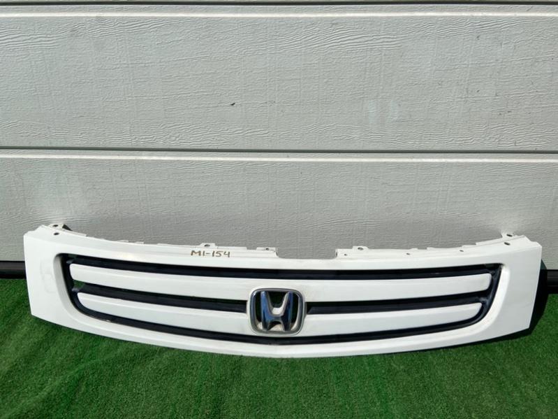Решетка радиатора Honda Stream RN1 D17A