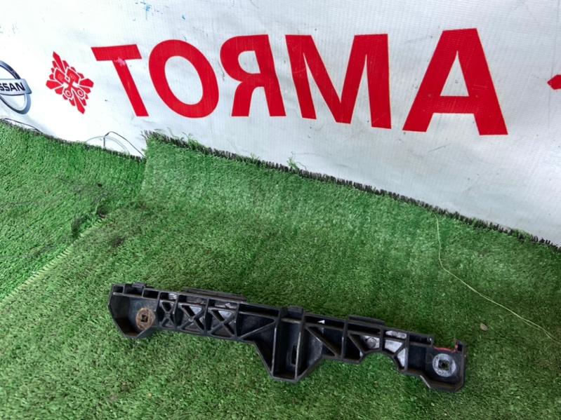 Крепление бампера Toyota Harrier ACU30W переднее правое
