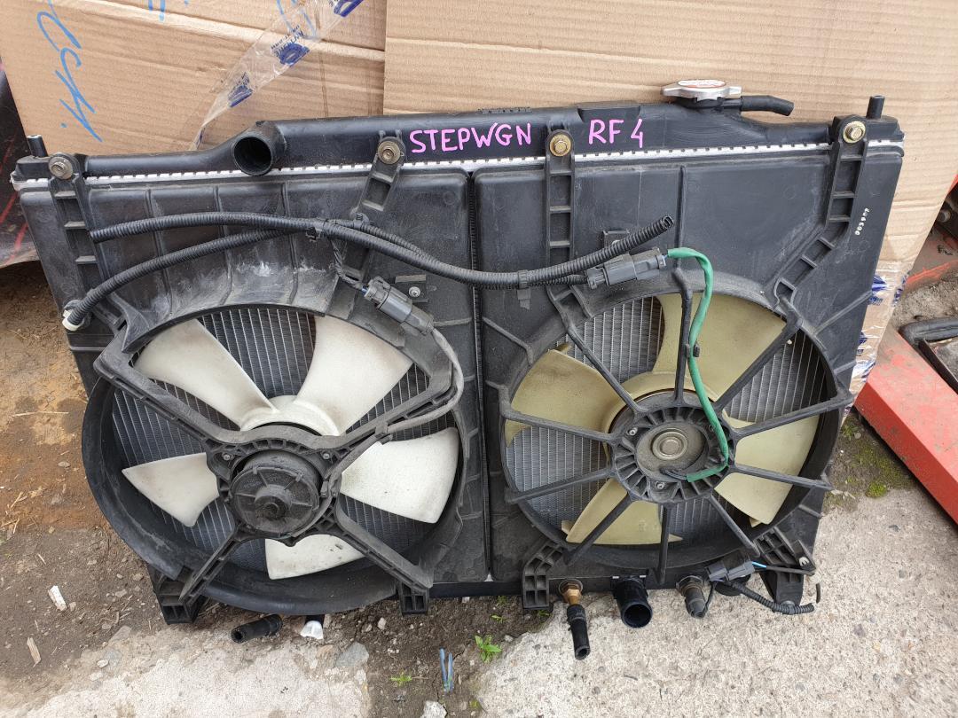 Радиатор двс Honda Stepwagon RF3 (б/у)
